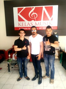 Kelas Musik - Mr. ZuiHaiMi Ismail , Samuel Adinugraha, Jerry Gates