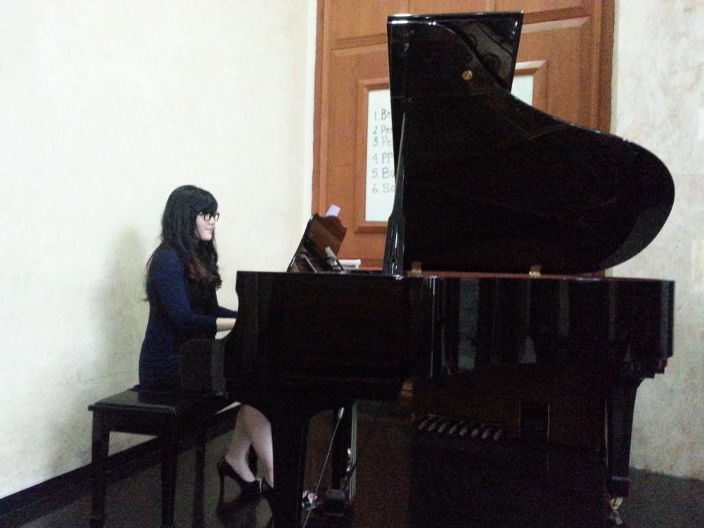 Janet Yoshimi - Piano Teacher Kelas Musik