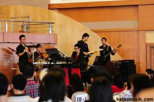 bermain musik band samuel adinugraha