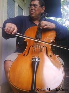 Kursus Cello Bandung - Haryo Yose Soejoto